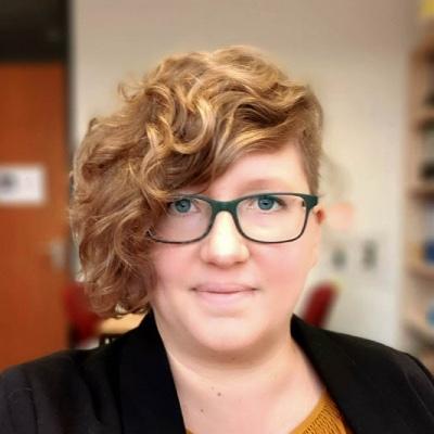 Portrait Schmidt-Jüngst, Dr. Miriam