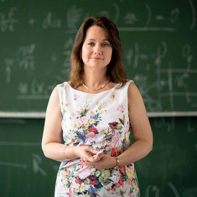 Portrait Lukacova, Univ.-Prof. Dr. Maria